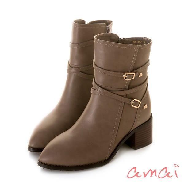amai 金屬五角釦繞踝皮帶粗跟中筒靴 卡其