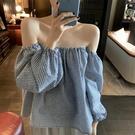燈籠袖上衣 法式一字肩設計感小眾露肩襯衫女夏季新款百搭燈籠袖格子上衣-Ballet朵朵