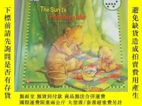 二手書博民逛書店THE罕見SUN IS FOLLOWING ME (Story