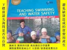 二手書博民逛書店TEACHING罕見SWIMMING AND WATER SAF