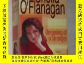 二手書博民逛書店英文原版罕見Dreaming of a Stranger by