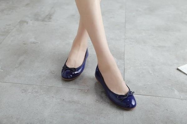 大尺碼女鞋小尺碼女鞋圓頭漆皮經典芭蕾舞鞋蝴蝶結娃娃鞋包鞋平底鞋工作鞋藍色(31-46)現貨