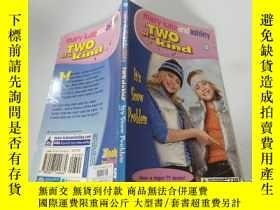 二手書博民逛書店Two罕見of a kind:It s Snow Problem 兩種一種:這是雪的問題Y200392