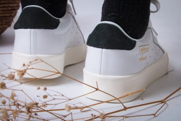ISNEAKERS ADIDAS Evelyn SMITH 史密斯 皮革 黑尾 餅乾鞋 白黑色 愛迪達 CQ2042