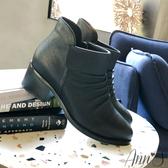Ann'S米羅時尚-抓皺側V小羊皮粗跟短靴-黑