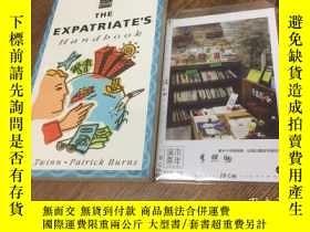 二手書博民逛書店英文原版罕見the Expatriate s handbook