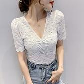 蕾絲衫 性感V領鏤空蕾絲衫修身顯瘦上衣潮牌洋氣白色短袖t恤女 街頭