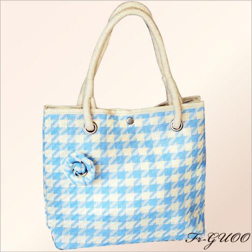 《家購網寢俱館》/法果輕時尚系列 – FRB506 編織菱格包(清新藍)