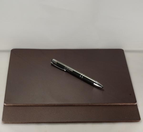 Mark Honor 義大利植鞣苯染皮墊桌墊滑鼠墊-深棕色24公分*20公分