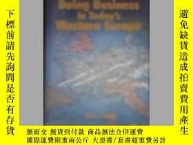 二手書博民逛書店英文原版罕見International Herald Tribu