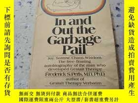 二手書博民逛書店In罕見and out the Garbage pail:進出垃