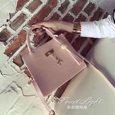 新款韓版女包小方包時尚百搭手提包流蘇單肩包斜跨小包包 果果輕時尚