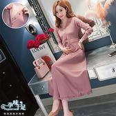 現+預 V領排扣腰部繫帶荷葉擺孕婦哺乳(開扣式)洋裝 兩色【CRH658802】孕味十足。孕婦裝