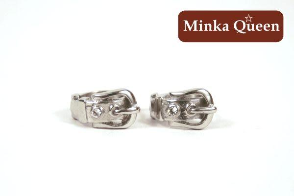 德國鈦鋼 皮帶造型 白色精緻水鑽抗敏易扣耳環(一對)(11 mm)