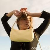 腋下包2020新款百搭小眾設計復古簡約腋下包黃色夏季側背小包法棍包 coco衣巷