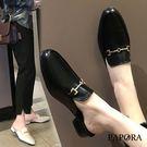 PAPORA亮皮金飾穆勒拖鞋K6433黑/米