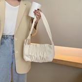 手提包 小眾云朵包腋下包奶茶色褶皺寬肩帶單肩包女手提小包包