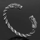 《QBOX 》FASHION 飾品【QBRG-037】 精緻個性北歐復古維京雙龍頭開口鑄造鈦鋼手鐲/手環