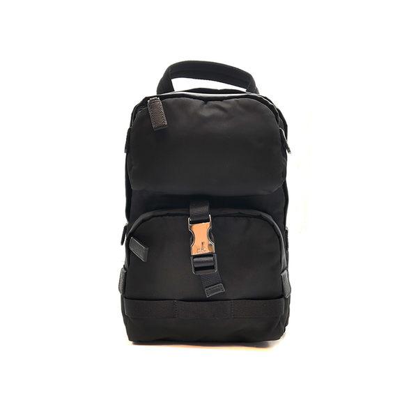 【台中米蘭站】全新品 PRADA 新款尼龍直式胸口包斜背包 (2VZ013-黑)