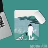 滑鼠墊 原創小號可愛卡通男女生滑鼠墊遊戲筆記本電腦辦公桌墊復古薄皮墊 moon衣櫥