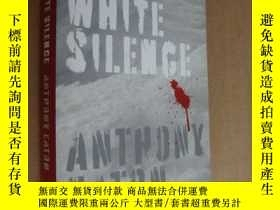 二手書博民逛書店INTO罕見WHITE SILENCE 《寂靜的白色-走進北極,