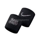 Nike 護腕 Swoosh SJ2 GS Wristbands 黑 白 男女款 一組兩入 Space Jam 2 運動休閒 【ACS】 N100418100-1OS