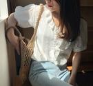 EASON SHOP(GW5965)韓版純色百搭款立體印花蕾絲木耳花邊拼接排釦V領短袖襯衫女上衣服內搭衫閨蜜裝白