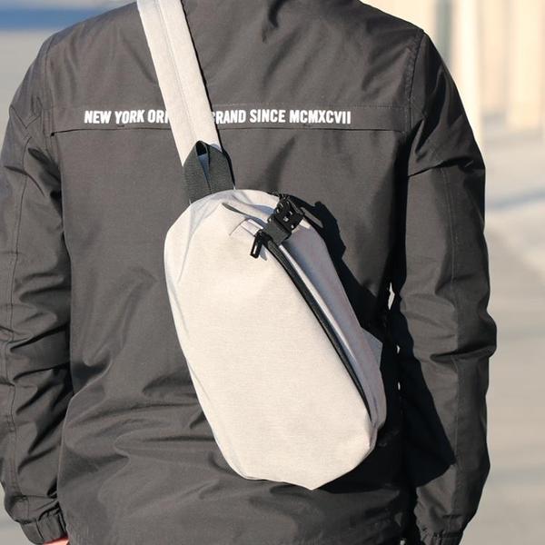男士胸包側背包男包包休閒運動背包正韓潮流帆布包單肩包小包騎行開 【降價兩天】