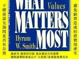 二手書博民逛書店What罕見Matters Most: The Power Of Living Your ValuesY357