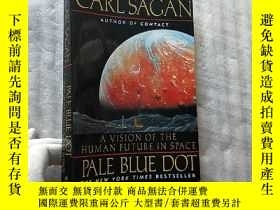 二手書博民逛書店Pale罕見Blue Dot:A Vision of the Human Future in Space 大32開
