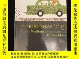 二手書博民逛書店Mindfulness罕見to go : How to Meditate While You're on the