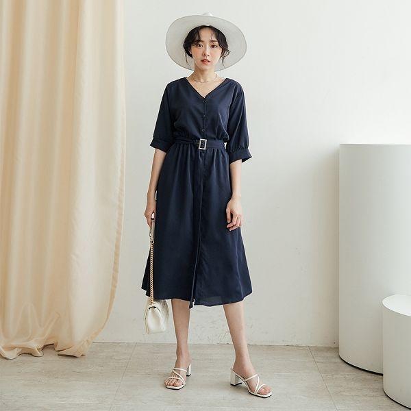 現貨-MIUSTAR 氣質款!V領排釦腰帶雪紡洋裝(共3色)【NJ1032】