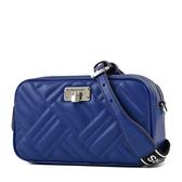 美國正品 MICHAEL KORS 衍縫幾何小羊皮寬背帶拉鍊斜背包-經典藍【現貨】