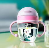 兒童水壺嬰兒學飲杯防漏防嗆家用寶寶喝水杯子帶手柄兒童吸管水壺夏季DC244【VIKI菈菈】