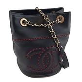 【奢華時尚】CHANEL 黑色羊皮紅色車線立體大雙C肩背斜背兩用水桶包(九五成新)#24302