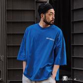 【男人幫大尺碼】T8037*台灣製造潮流純棉英文字母短袖T恤