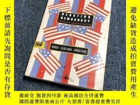 二手書博民逛書店Debating罕見DemocracyA Reader In A