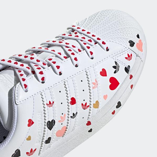 Adidas V-DAY Superstar 女鞋 休閒 情人節 愛心 彩色 白【運動世界】FV3289