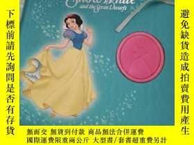 二手書博民逛書店Walt罕見Disney s Snow White and the Seven DwarfsY16587 DI