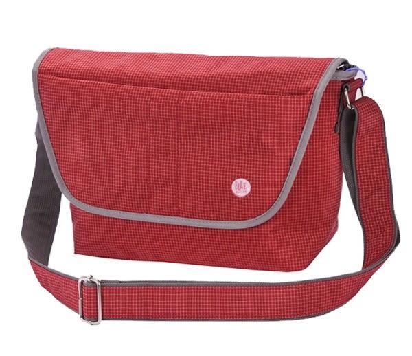 Backbager 背包族 【ELLE Active】英倫風格 郵差包/側背包/隨身包/斜背包 紅色/黑色