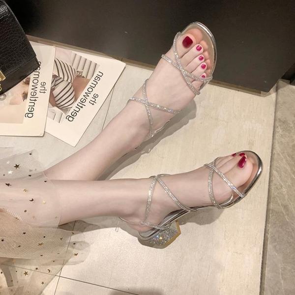 低跟鞋 粗跟羅馬涼鞋女仙女風2021新款夏季網紅百搭一字帶水鉆中跟高跟鞋