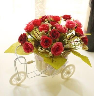 [協貿國際]籐編花籃仿真花自行車家裡裝飾品擺件假花客廳茶几盆栽擺設小盆景1套入