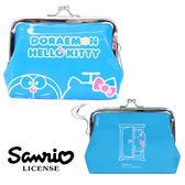 【日本進口正版】哆啦A夢 X Hello Kitty 藍色款 零錢包 珠扣包 卡片包 小叮噹 doraemon 凱蒂貓 - 043999