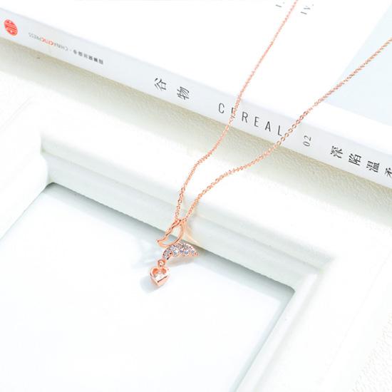 《 QBOX 》FASHION 飾品【C19N463】 精緻女款微鑽鋯石蝴蝶愛心鍍玫瑰金墬子項鍊