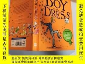 二手書博民逛書店the罕見boy in the dress 穿裙子的男孩Y200392