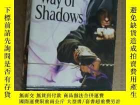二手書博民逛書店The罕見Way of Shadows (The Night A