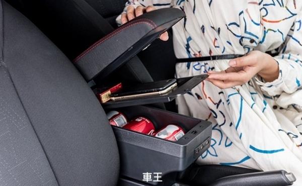 【車王汽車精品百貨】鈴木 Suzuki igins 中央扶手箱 雙層置物USB孔 扶手墊 扶手枕 扶手箱墊 中央扶手