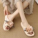 仙女拖鞋 女士拖鞋夏季2021新款時尚外穿厚底花朵一字涼拖鞋防滑坡跟沙灘鞋