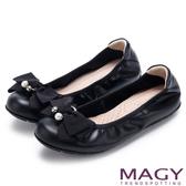 MAGY 甜美風貌 珍珠蝴蝶結鬆緊帶牛皮娃娃鞋-黑色