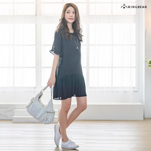 洋裝--甜美小心機雙交叉鏤空露背荷葉邊裙襬圓領連身裙(黑.卡其L-3L)-D570眼圈熊中大尺碼